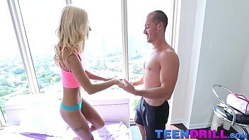 Chibola Arrecha Petite blonde teen babe uma jolie nailed by the huge dick